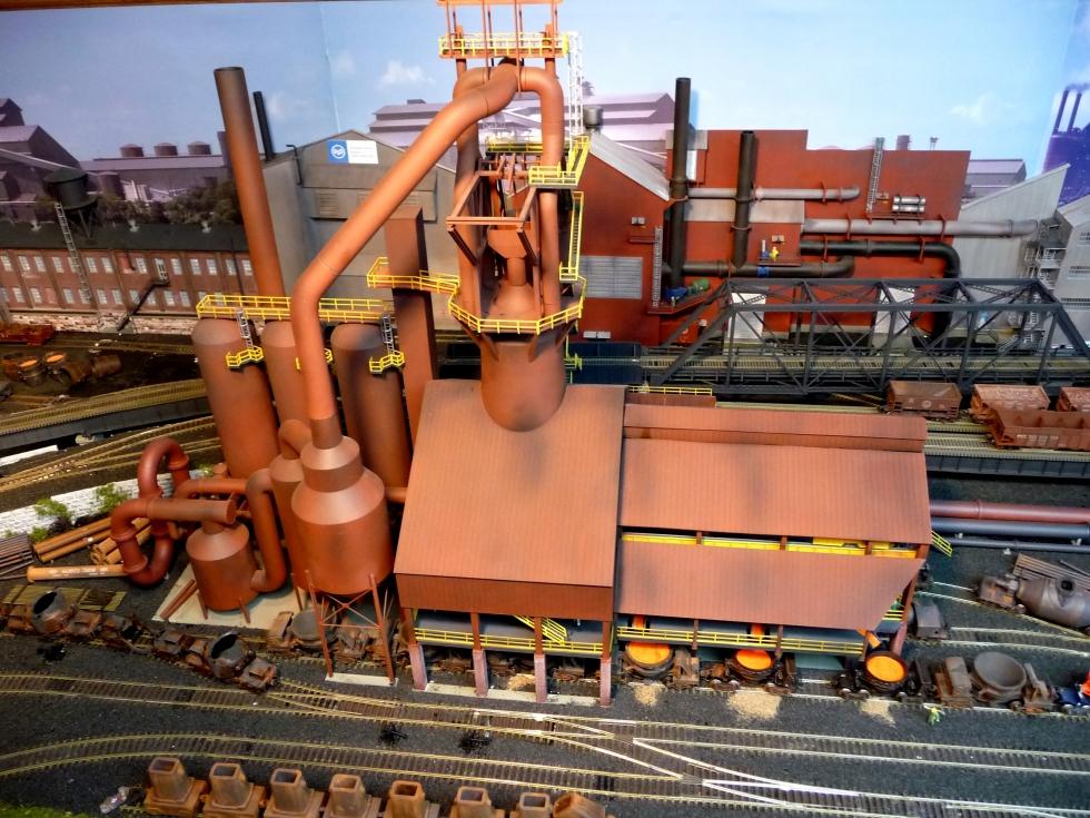 Mô hình lò cao liên động trong sản xuất thép